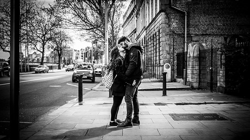 The kiss - Dublin, Ireland - Black and white street photography