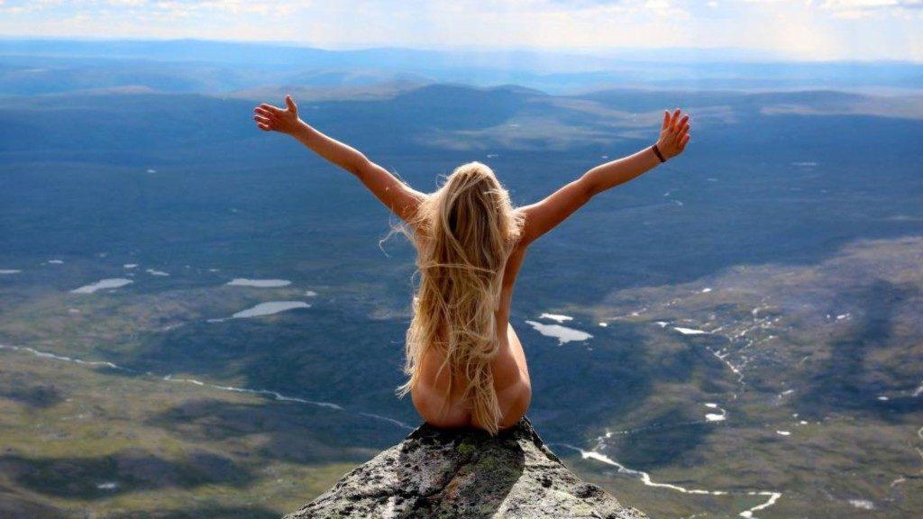 naking i naturen norsk jente naken