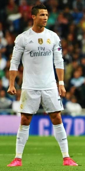 Verdens beste fotballspiller bytter klubb og nasjon!