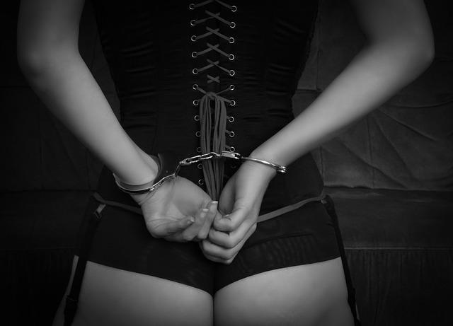 BDSM – Hun tenner på å bli kommandert!