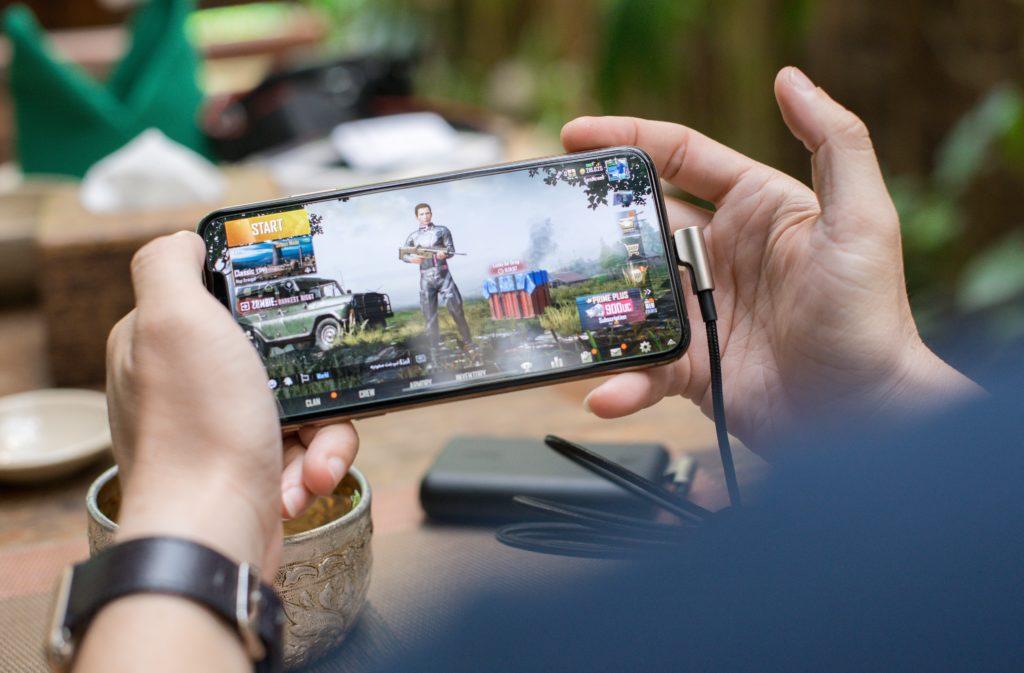 Med mobilen som lærer, underholdningssenter og personlig trener
