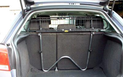 Hundegitter i bil beskytter deg og hunden