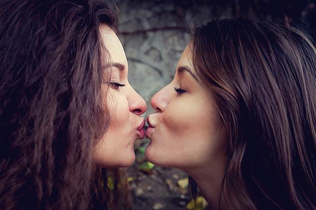 Unge har sex med begge kjønn