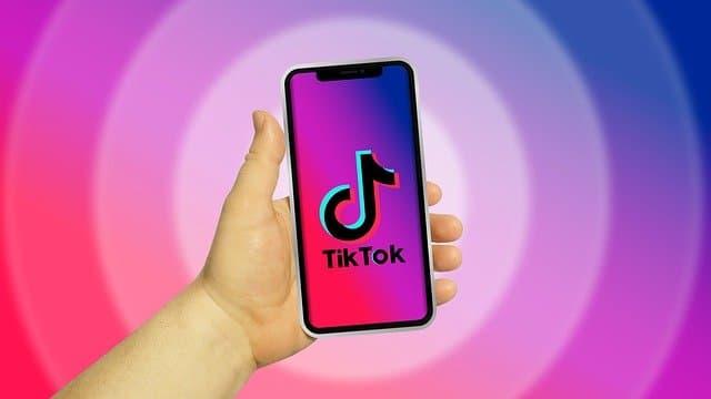 Småbarn publiserer nakenvideoer på TikTok