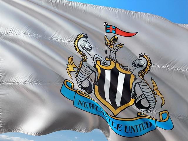 Steve Bruce ferdig i Newcastle!
