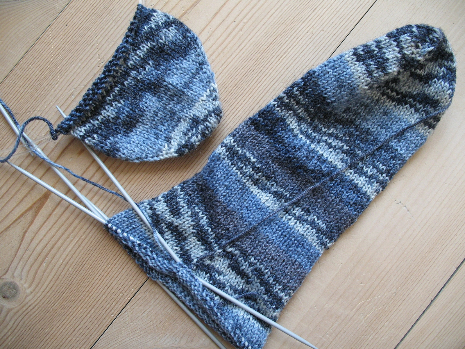 2560px-Blue_socks,_knitting_in_progress